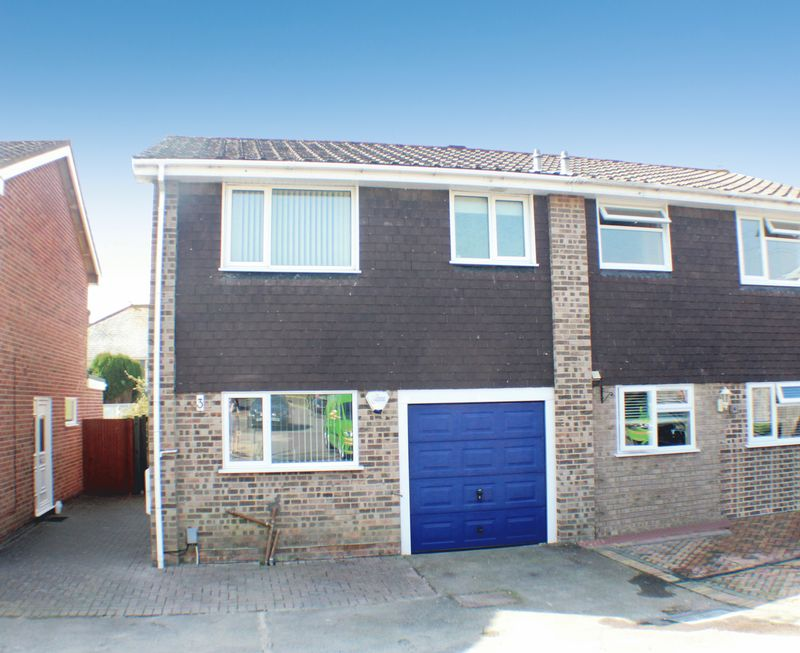 3 Bedrooms Semi Detached House for sale in Severn Close, Portchester